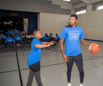 Atlanta Hawks' Kent Bazemore & NBCUniversal employees Volunteer at Miles Elementary School