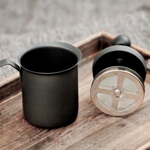 北歐風,咖啡杯子,時尚盤子,時尚杯子,漂亮盤子,韓風ins,傢俱,黑色奶泡壺,竹編杯墊,圓形厚亞麻杯墊