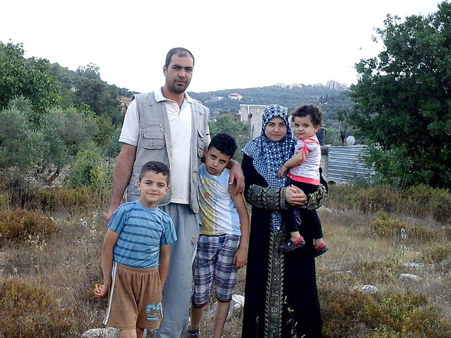 Marwan, wife Safaa, and Children Ouday (6), Kousay (5) and Rouba (1) pictured here before coming to Canada this past September 24th. Image from http://saveafamilyfromsyria.org