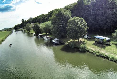 Airstream along the banks