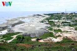 Công trường kè biển và đường Cơ động ở phía đông nam đảo, thuộc xã An Hải, nhìn từ núi Thới Lới