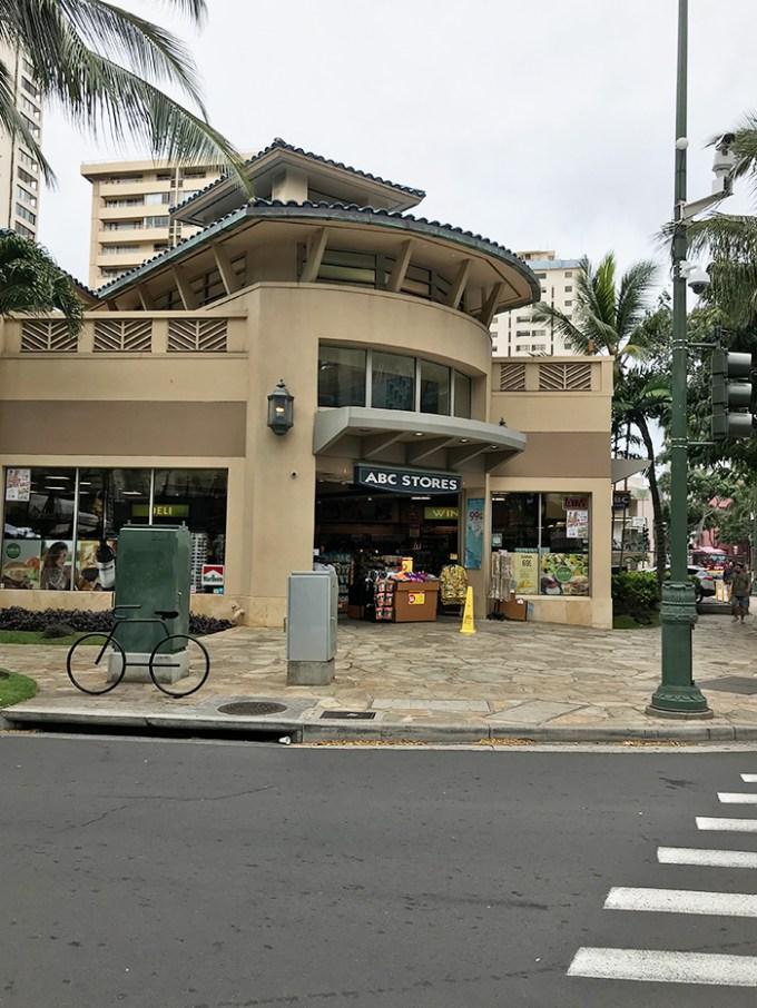 Waikiki Banyan(ワイキキ・バニアン)から1番近いABCストア