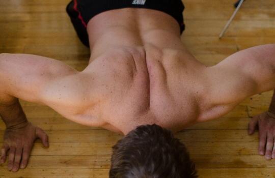 激しい運動をする人は若年性更年期障害になりやすい
