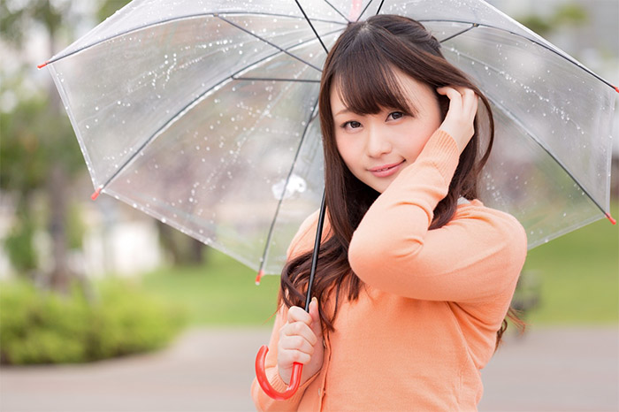 梅雨時期の化粧崩れのお悩み解決!メイク方法や直し方教えます