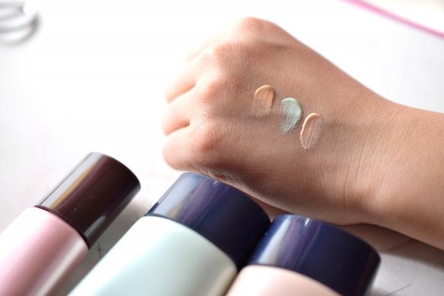 手の甲に塗った化粧下地