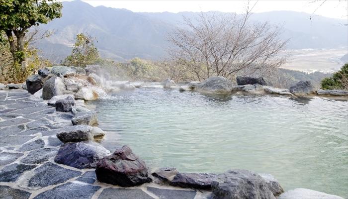冬の遊び 温泉旅行に行く