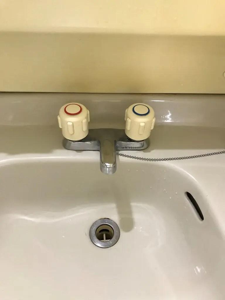 洗面台2ハンドル混合栓取替え前写真