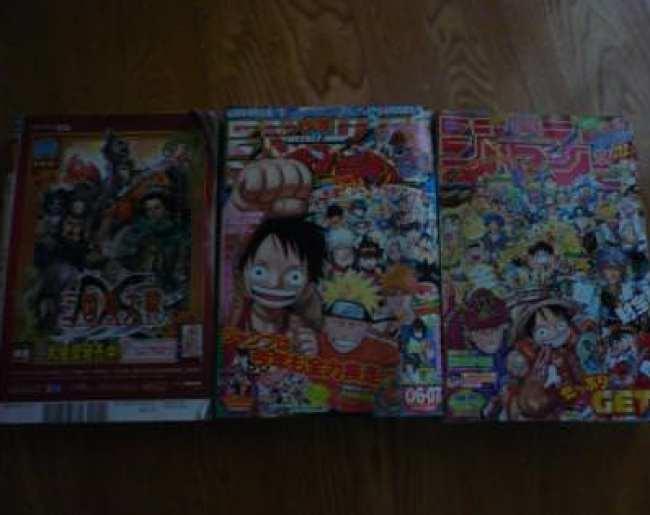 漫画雑誌三冊並べた写真