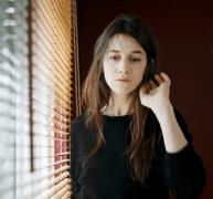 Нежное лицо французского кинематографа в меланхолической роли странного, но притягательного фильма