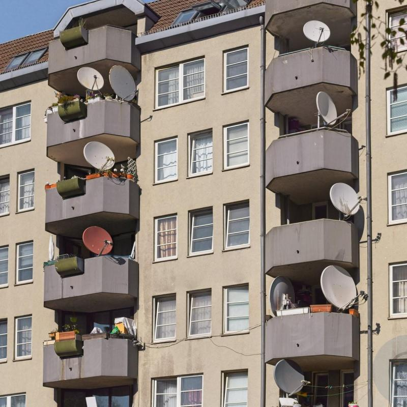 Happy balconies - La passion des balcons - How many dishes - Berlin