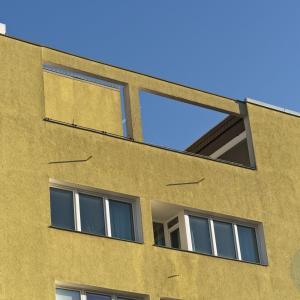 Balcony in(-)sanity - Yellow plane