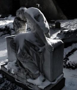 Schnitt - (sleeping in the golden section) Dorotheenstadt cemetery Berlin © Prosper Jerominus 2021