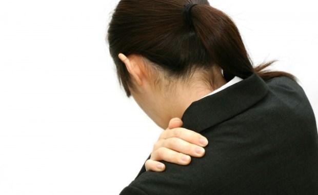 固まった肩甲骨の動きを良くする方法