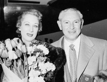Max Factor z żoną Mildred Dorothy Cohen-Factor, Schiphol, 17 kwietnia 1953.