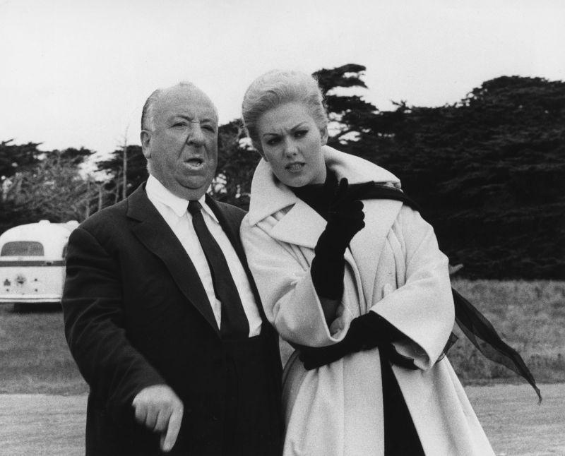 """Kim Novak iAlfred Hitchcock naplanie filmu Hitchcocka - """"Zawrót głowy""""."""
