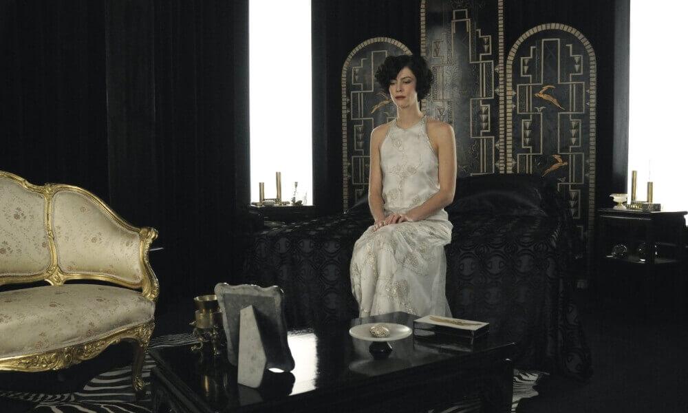 Czarno-białe wnętrza zfilmu Chanel iStrawiński