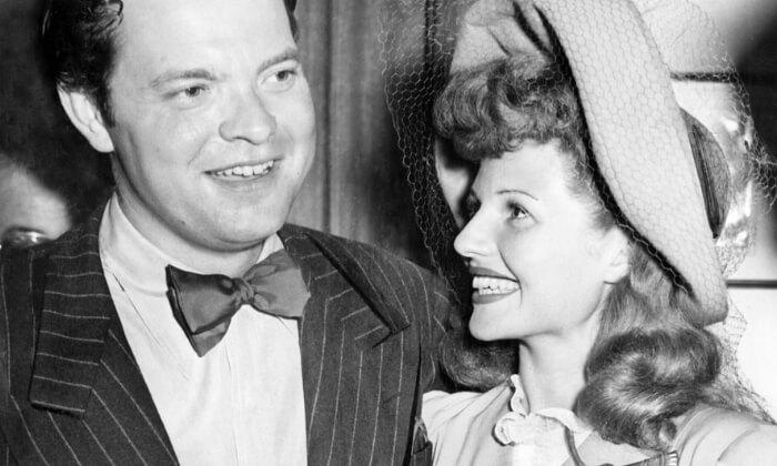 Rita Hayworth iOrson Welles (1943) wdniu ślubu.