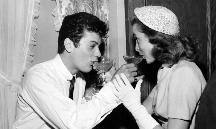 Tony Curtis iJanet Leigh (1951). Gwiazdy znajwiększa liczbą małżeństw.