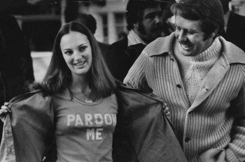 Patty Hears pouwolnieniu razem znowy chłopakiem - ochroniarzem Bernardem Shawem