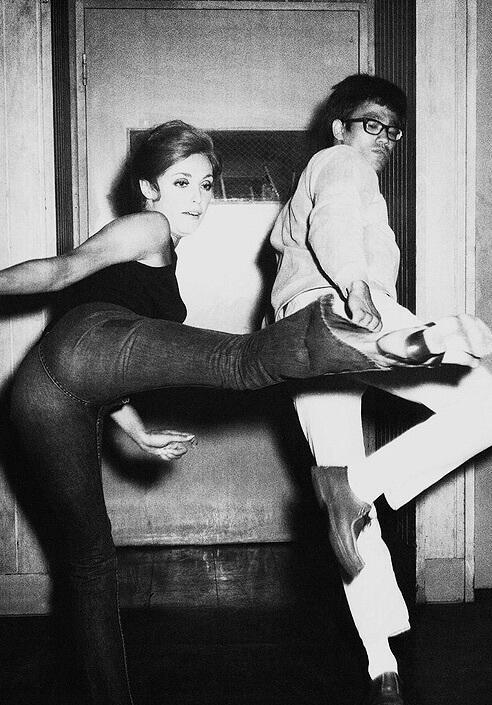 Bruce Lee trenuje Sharon Tate