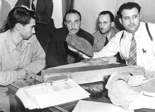 Dewitt Clinton Cook, J. Paul de River orazkapitan Dalton Patton podczas przesłuchania