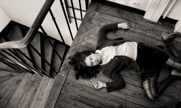 Solange et les vivants : burlesque solitude