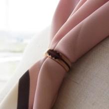 木の指輪をスカーフリングとして使う