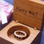 プロポーズに木の指輪