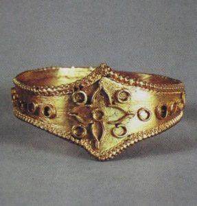 沖ノ島の黄金の指輪