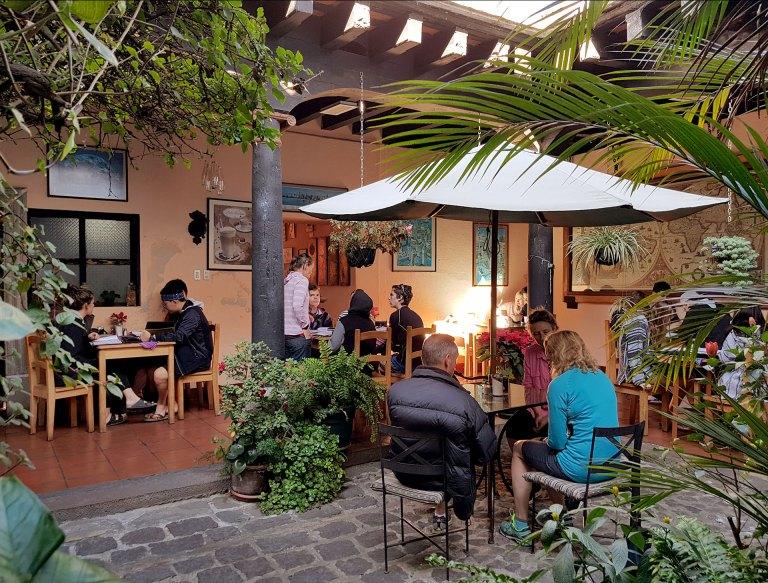 antigua-guatemala-fernandos-kaffee-coffeeshop