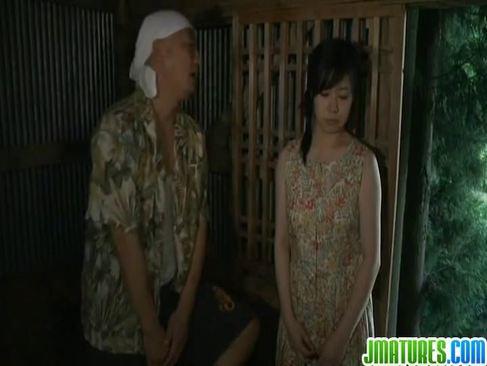 田舎に帰省した三十路熟女妻が地元の変態オヤジ達に連続でおめこを突かれる日活 無料yu-tyubu無料