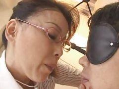 息子とおばさん体型な母が息子を拘束、目隠しで禁断のSMプレイjyukujomania.com