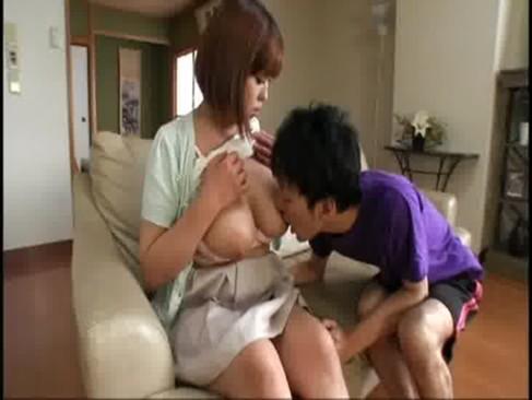 ぽっちゃり系爆乳義母が甘えてくる変態義息を授乳手コキ抜きしてあげるいけない関係動画