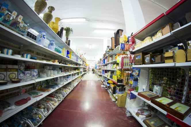 reail kiosks aisle selling