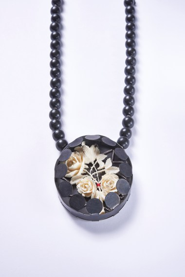 08 Collier