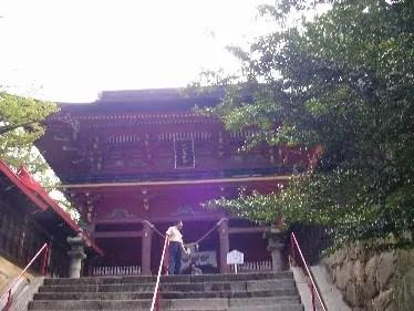 """素晴らしく綺麗な""""赤い神社""""こと""""六所""""さん"""