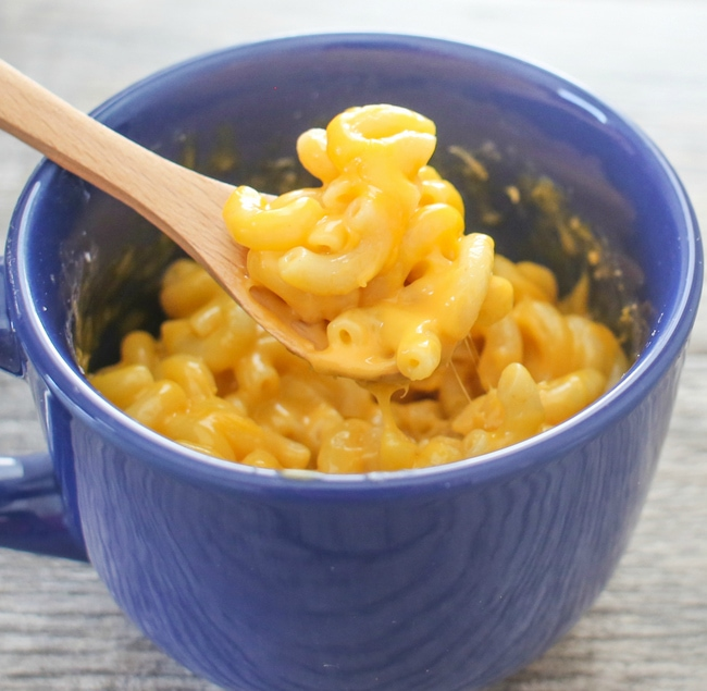 macaroni and cheese in a mug