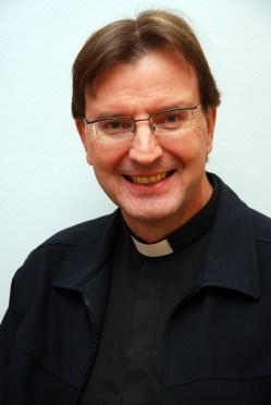 04-05 kirkolliskokous Markku_Fräntilä_pappi
