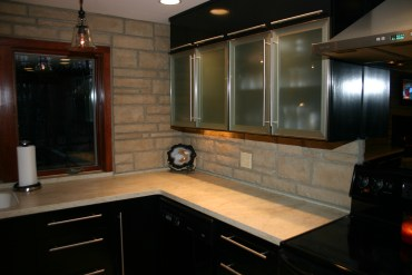 Kitchen-stone-counter-splashback