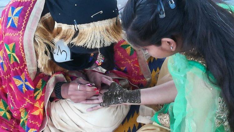 Mehndi: henna painting