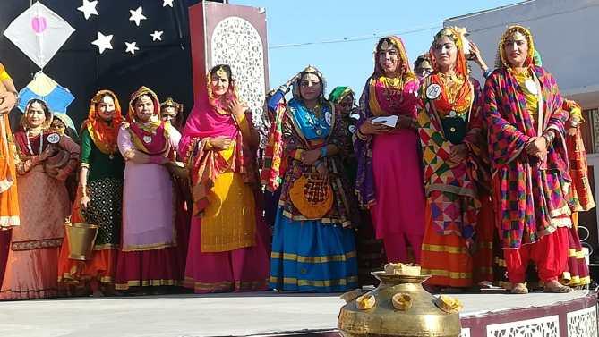 Auf der Bühne des Cultural Heritage Centre
