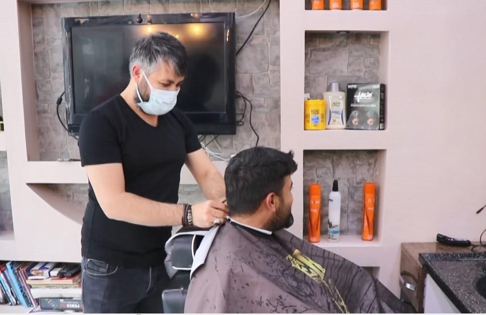 Kırşehir'de, berber salonları kısıtlama gününden randevularını doldurdu