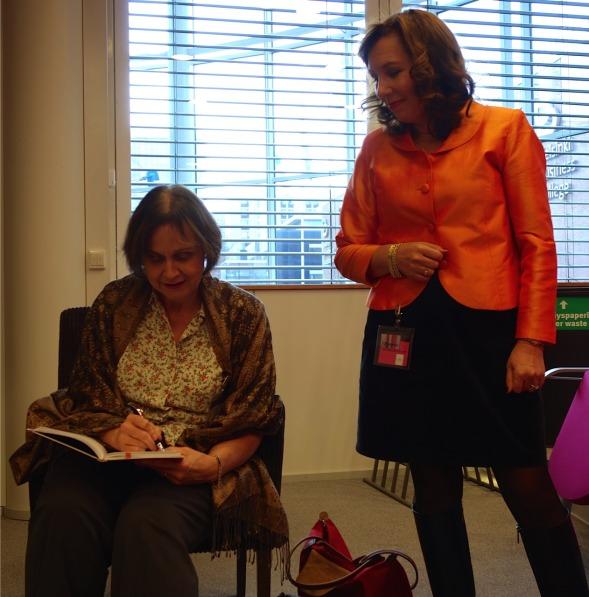 Virpi kirjoitti tervehdyksen Kirsin Book Clubin vieraskirjaan