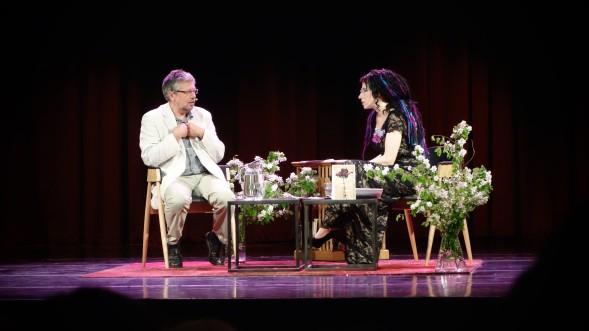 HelsinkiLit alkoi Sofi Oksasen ja Mihail Šiškinin keskustelulla Venajän nykytilanteesta.
