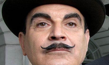 David Suchet on täydellinen Hercule Poirot.  Sarja on katsollavissa perjantaisin Yle TV1 tai Areenassa.