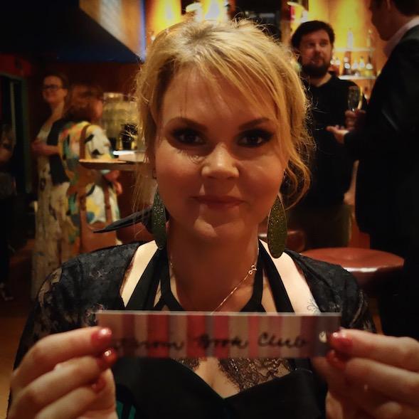 Katja liittyi Kirsin Book Clubin kirjanmerkin saaneisiin kirjailijoihin.