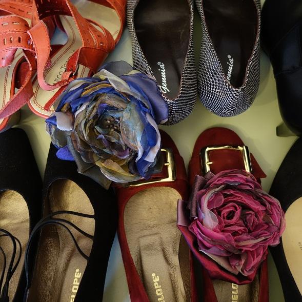 K=kengät. Tätä lukua Kaisa Haatasen kirjassa ei ollut. Mutta tarina stretch-kenkien ostamisesta Roomassa oli valloittava.