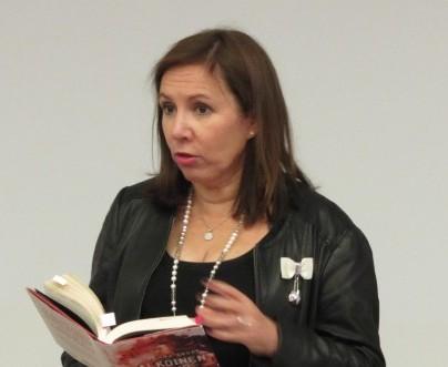 Kirsi johdatteli kirjaan ja kertoi, että kirja oli alkanut puhutella sellaisella tasolla, jota hän ei ollut odottanut.