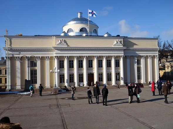 Yksi maailman kauneimmista kirjastoista, sisältä, mutta myös ulkoa. Kansalliskirjasto avattiin yleisölle peruskorjauksen jälkeen 1.3.