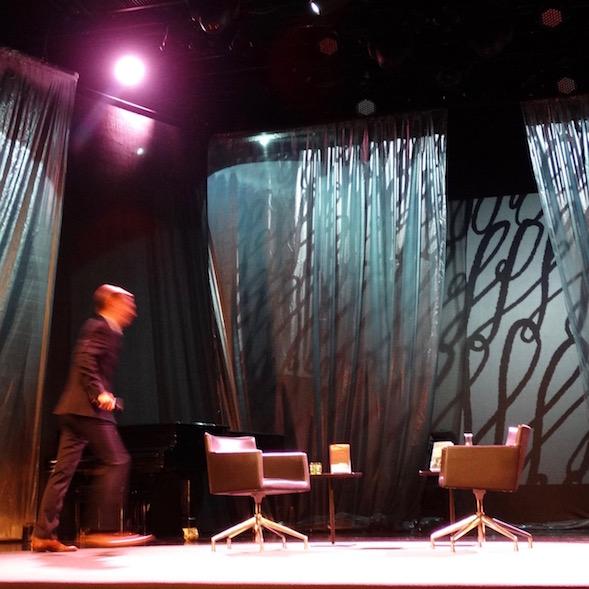 Pekka Streng avasi Helsinki Litin lauantaiaamun vauhdikkaasti ja muistutti, että koko show kuvataan suorana Yle Teemalle.